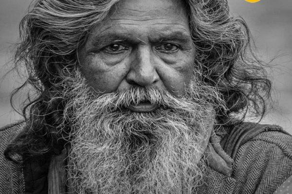 طراحی سیاه قلم چهره پیرمرد